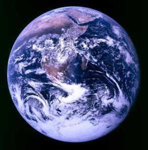 Maailmanvalloitushengessä Apollo 17:n kuva: NASA/Goddard Space Flight Center Scientific Visualization Studio