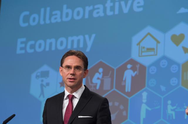 Jyrki Katainen esittelee Euroopan Komission jakamistalousstrategian.
